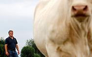 18/07/05 - YTRAC - CANTAL - FRANCE - Bovin viande. Elevage bio de charolais au GAEC VIDAL - Photo Jerome CHABANNE