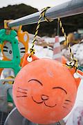 En boj i hamnen med ett ritat kattansikte p&aring; &ouml;n Tashirojima. <br /> Tashirojima kallas f&ouml;r &quot;katt&ouml;n&quot; eftersom h&auml;r lever hundratals katter tillsammans med ca 50 personer.   <br /> Ishinomaki, Miyagi Prefecture, Japan. <br /> Fotograf: Christina Sj&ouml;gren<br /> Copyright 2018, All Rights Reserved
