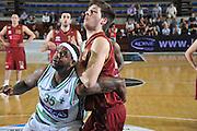DESCRIZIONE : Ferrara Lega A 2011-12 Umana Venezia Sidigas Avellino<br /> GIOCATORE : roland slay<br /> CATEGORIA :  tagliafuori<br /> SQUADRA : Umana Venezia Sidigas Avellino <br /> EVENTO : Campionato Lega A 2011-2012<br /> GARA : Umana Venezia Sidigas Avellino <br /> DATA : 06/05/2012<br /> SPORT : Pallacanestro<br /> AUTORE : Agenzia Ciamillo-Castoria/M.Gregolin<br /> Galleria : Lega Basket A 2011-2012<br /> Fotonotizia :  Ferrara Lega A 2011-12 Umana Venezia Sidigas Avellino <br /> Predefinita :