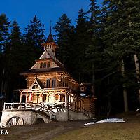 La chapelle Jaszczurowka datant du début du 20e siècle dans le style architecturale typique de Zakopane