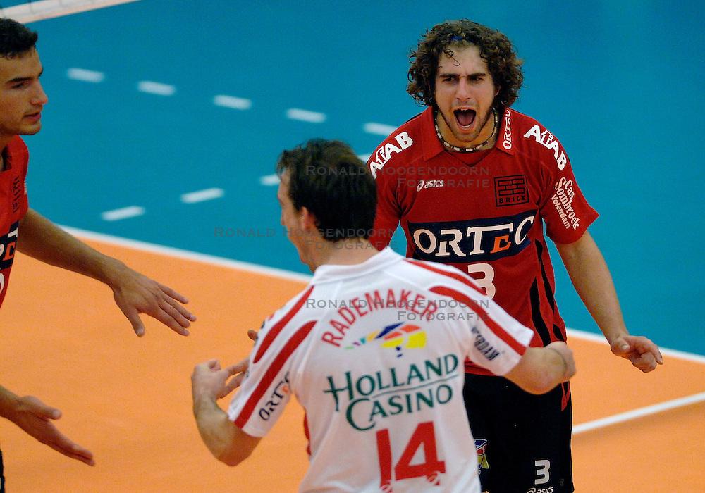 07-10-2007 VOLLEYBAL: SUPERCUP PIET ZOOMERS D - ORTEC NESSELANDE: ZIEUWENT<br /> Dynamo wint de supercup in 5 sets  - Yannick van Harskamp<br /> &copy;2007:WWW.FOTOHOOGENDOORN.NL