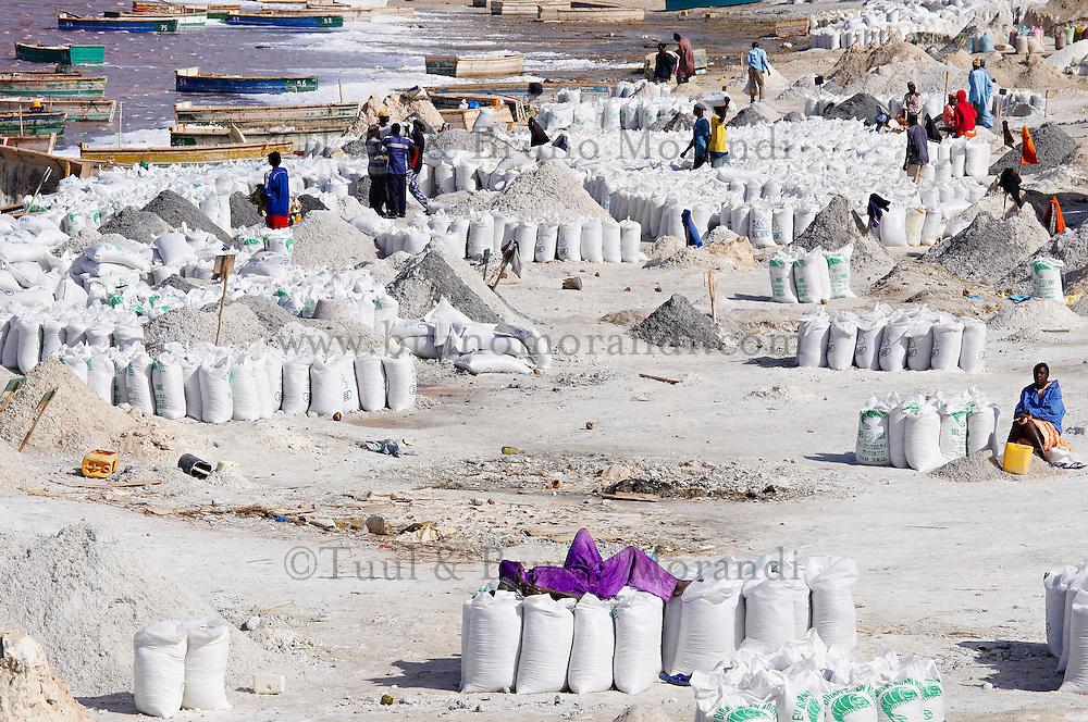 Sénégal, le lac salé Redba ou Lac Rose, Recolte du sel // Senegal, Redba salt lake or Pink Lake. Salt collect