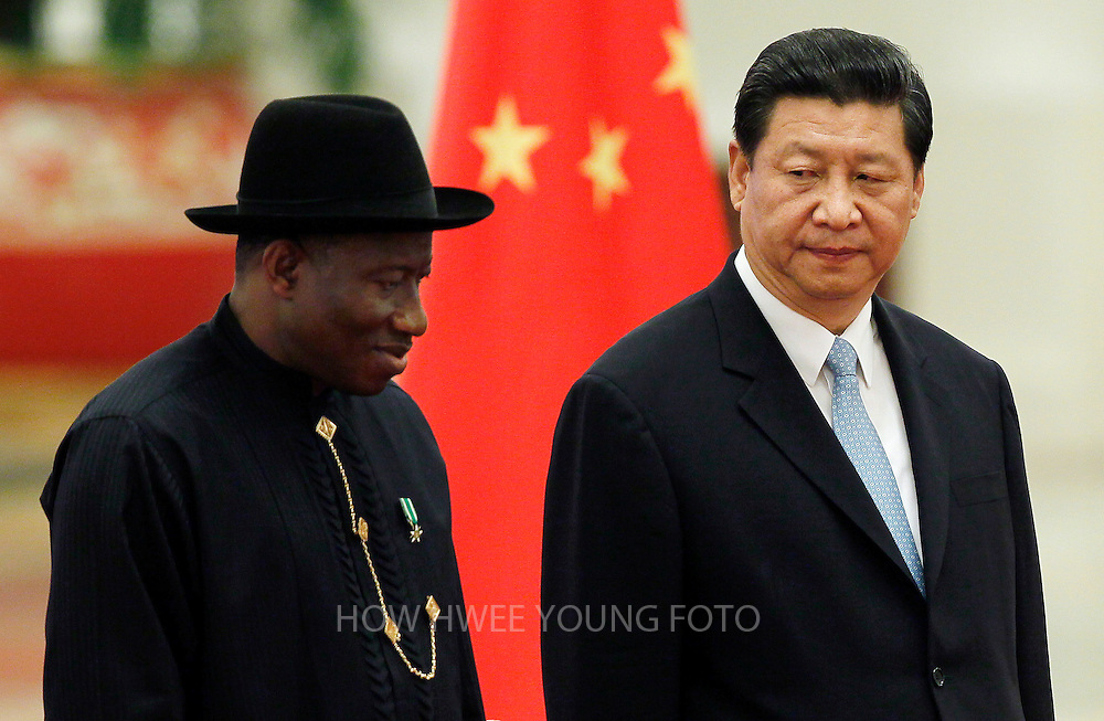 epa03782580 Nigerian President Goodluck Jonathan (L) and his Chinese counterpart Xi Jinping (R) review the honor guard during a welcome ceremony at the Great Hall of the People in Beijing, China, 10 July 2013. The Nigerian President is in Beijing on an official state visit.  EPA/HOW HWEE YOUNG