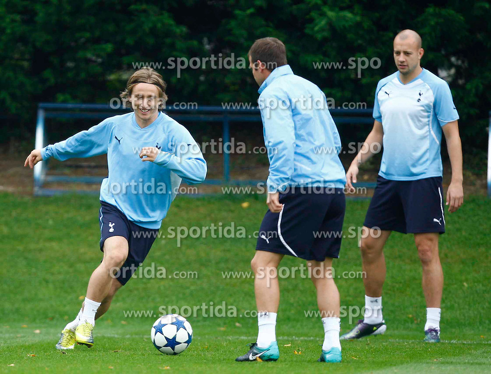 28.09.2010, Spurs Lodge, London, ENG, PL, Tottenham Hotspur Training, im Bild Tottenham's Croatian play Luka Modric .Tottenham Hotspur Training. EXPA Pictures © 2010, PhotoCredit: EXPA/ IPS/ Kieran Galvin +++++ ATTENTION - OUT OF ENGLAND/UK +++++ / SPORTIDA PHOTO AGENCY
