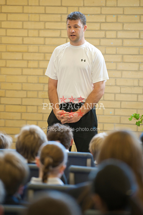 NOTTINGHAM, ENGLAND - Thursday, June 11, 2009: Barry Cowan (GBR) gives a talk at Dagfa School on day one of the Tradition Nottingham Masters tennis event at the Nottingham Tennis Centre. (Pic by David Rawcliffe/Propaganda)