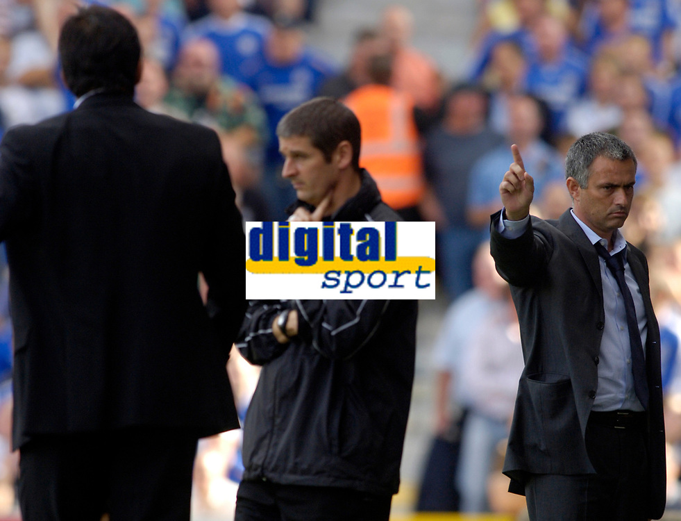 Photo: Daniel Hambury.<br />Fulham v Chelsea. The Barclays Premiership. 23/09/2006.<br />Chelsea's manager Jose Mourinho wags his finger at Fulham manager Chris Coleman.