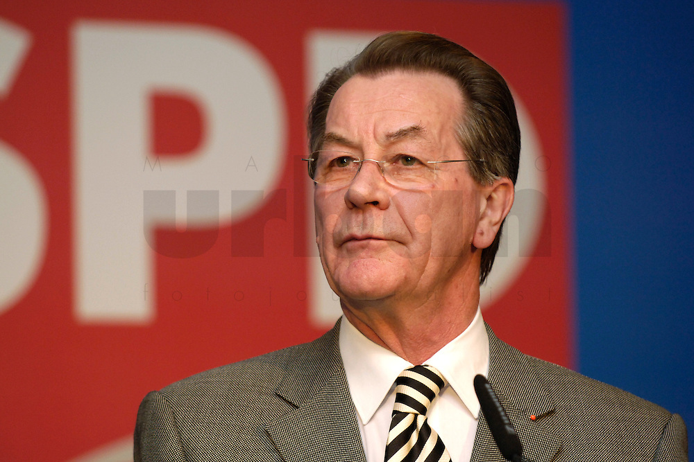 06 FEB 2006, BERLIN/GERMANY:<br /> Franz Muentefering, SPD, Bundesarbeitsminister, Neujahrsempfang der SPD-Bundestagsfraktion, Fraktionsebene, Deutscher Bundestag<br /> IMAGE: 20060206-02-051<br /> KEYWORDS: Franz M&uuml;ntefering, Rede, speech