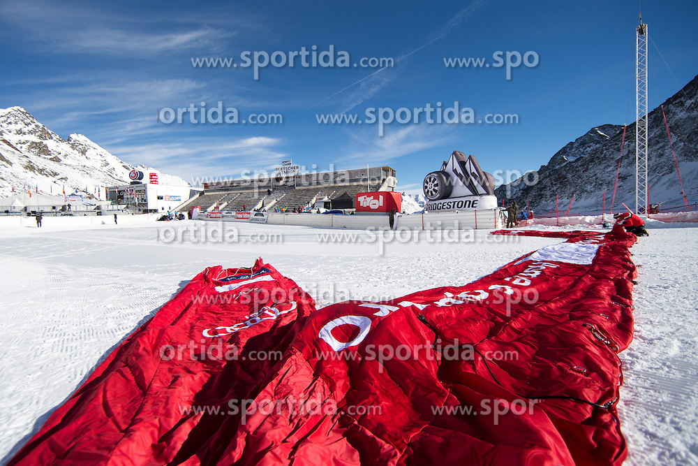 24.10.2014, Rettenbachferner, Soelden, AUT, FIS Weltcup, Ski Alpin, Vorberichte, im Bild Aufbauarbeiten im Zielstadion // Bulding Finish Area during preperation oft the FIS Ski Alpine Worldcup opening at the Rettenbach Glacier in Soelden, Austria on 2014/10/24. EXPA Pictures © 2014, PhotoCredit: EXPA/ Johann Groder