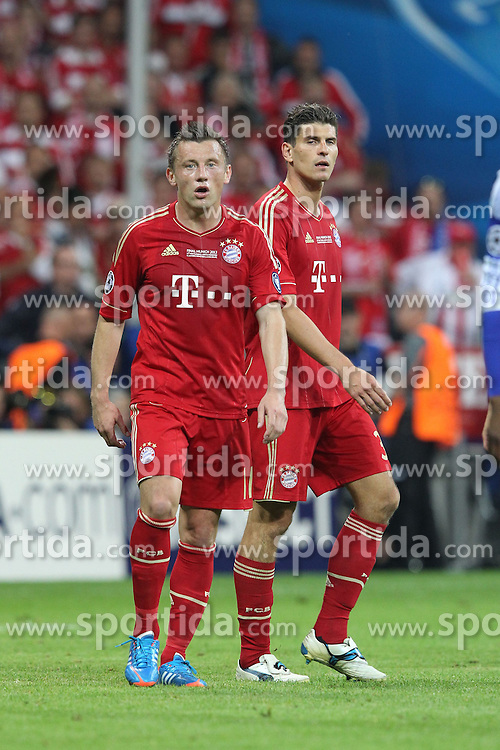 19.05.2012, Allianz Arena, Muenchen, GER, UEFA CL, Finale, FC Bayern Muenchen (GER) vs FC Chelsea (ENG), im Bild Ivica OLIC (Bayern Muenchen), links und Mario GOMEZ (Bayern Muenchen) // during the Final Match of the UEFA Championsleague between FC Bayern Munich (GER) vs Chelsea FC (ENG) at the Allianz Arena, Munich, Germany on 2012/05/19. EXPA Pictures © 2012, PhotoCredit: EXPA/ Eibner/ Eckhard Eibner..***** ATTENTION - OUT OF GER *****