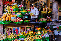 Inde, Etat de Gujarat, Ahmedabad, classé Patrimoine Mondial de l'UNESCO, marché aux fruits et légumes // India, Gujarat, Ahmedabad, Unesco World Heritage city, fruit and vegetable market