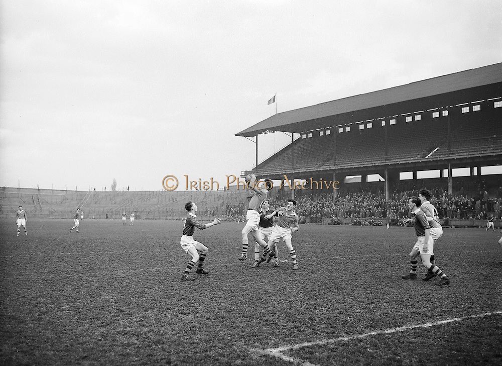 Neg No: .722/9803-9807...20031955CSF...20.03.1955..Colleges Semi-Final .Munster v. Leinster at Croke Park...
