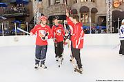 Hockey tournament 3 x 3 on Super Glide skating synthetic surface à Cresent St., Montréal, Québec, Canada, 2008 10 09. © Photo Marc Gibert / adecom.ca