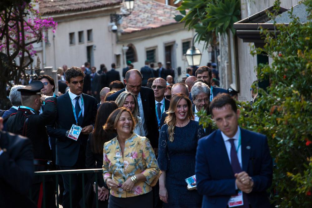 Il Premier italiano Paolo Gentiloni e la moglie Emanuela Mauro arrivano a Taormina per il concerto previsto al Teatro Greco. Presente Maria Elena Boschi, Sottosegretaria di Stato alla Presidenza del Consiglio dei ministri.