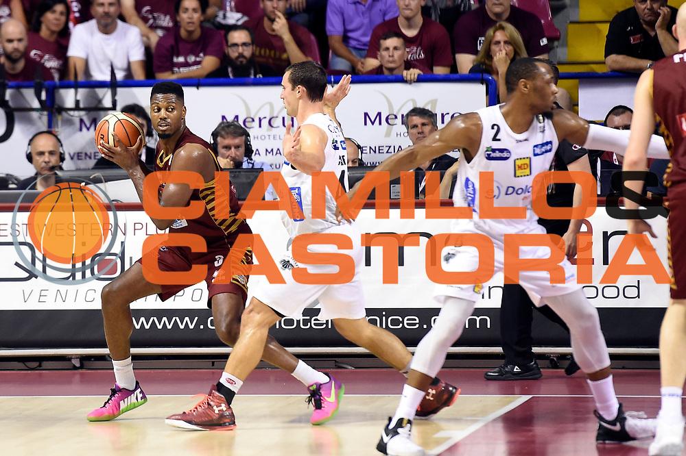 Melvin Ejim<br /> Umana Reyer Venezia - Dolomiti Energia Aquila Basket Trento<br /> Lega Basket Serie A 2016/2017<br /> Playoff, finale gara 2<br /> Venezia, 12/06/2017<br /> Foto M.Ceretti / Ciamillo-Castoria