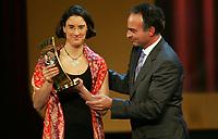 Birgit Prinz (GER) erhaelt den Pokal von Hansi Mueller. © Andy Mueller/EQ Images
