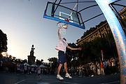 DESCRIZIONE : Milano Invasione degli Ultracanestri Piazza Cairoli Nazionale Italiana Uomini<br /> GIOCATORE : esibizione<br /> SQUADRA : Nazionale Italiana Uomini Italia<br /> EVENTO : Milano Invasione degli Ultracanestri Piazza Cairoli Nazionale Italiana Uomini<br /> GARA : <br /> DATA : 18/07/2007 <br /> CATEGORIA : Ritratto<br /> SPORT : Pallacanestro <br /> AUTORE : Agenzia Ciamillo-Castoria<br /> Galleria : Fip Nazionali 2007<br /> Fotonotizia : Milano Invasione degli Ultracanestri Piazza Cairoli Nazionale Italiana Uomini<br /> Predefinita :