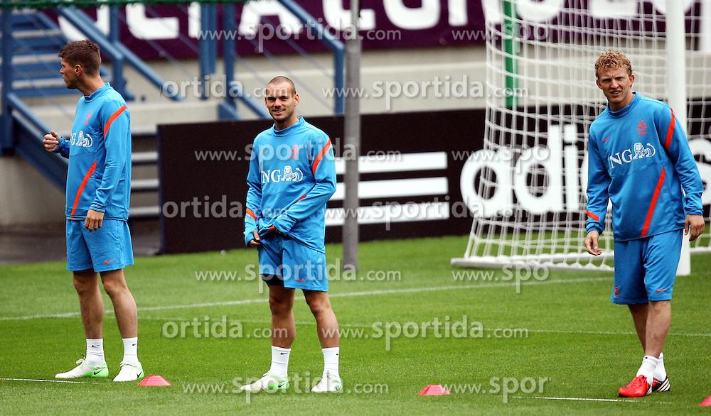 05.06.2012, Henryk Reyman Stadion, Krakau, POL, UEFA EURO 2012, Niederlande, Training, im Bild KLAAS JAN HUNTELAAR WESLEY SNEIJDER DIRK KUYT // during EURO 2012 Trainingssession of Netherland Nationalteam, at the Henryk Reyman Stadium, Krakau, Poland on 2012/06/05. EXPA Pictures © 2012, PhotoCredit: EXPA/ Newspix/ Michael Nowak..***** ATTENTION - for AUT, SLO, CRO, SRB, SUI and SWE only *****