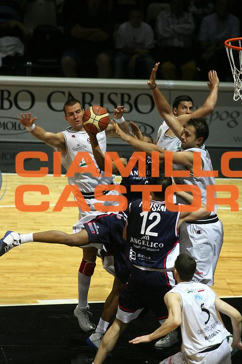 DESCRIZIONE : Bologna Lega A1 2006-07 Playoff Quarti di Finale Gara 5 VidiVici Virtus Bologna Angelico Biella <br /> GIOCATORE : Glyniadakis <br /> SQUADRA : VidiVici Virtus Bologna <br /> EVENTO : Campionato Lega A1 2006-2007 Playoff Quarti di Finale Gara 5 <br /> GARA : VidiVici Virtus Bologna Angelico Biella <br /> DATA : 27/05/2007 <br /> CATEGORIA : Stoppata <br /> SPORT : Pallacanestro <br /> AUTORE : Agenzia Ciamillo-Castoria/G.Ciamillo