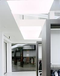 """14 SEP 2009 - Montebelluna (Treviso) - """"Rione Fontana"""", abbigliamento - © Alberto Bevilacqua - 209AB018xC450xx"""