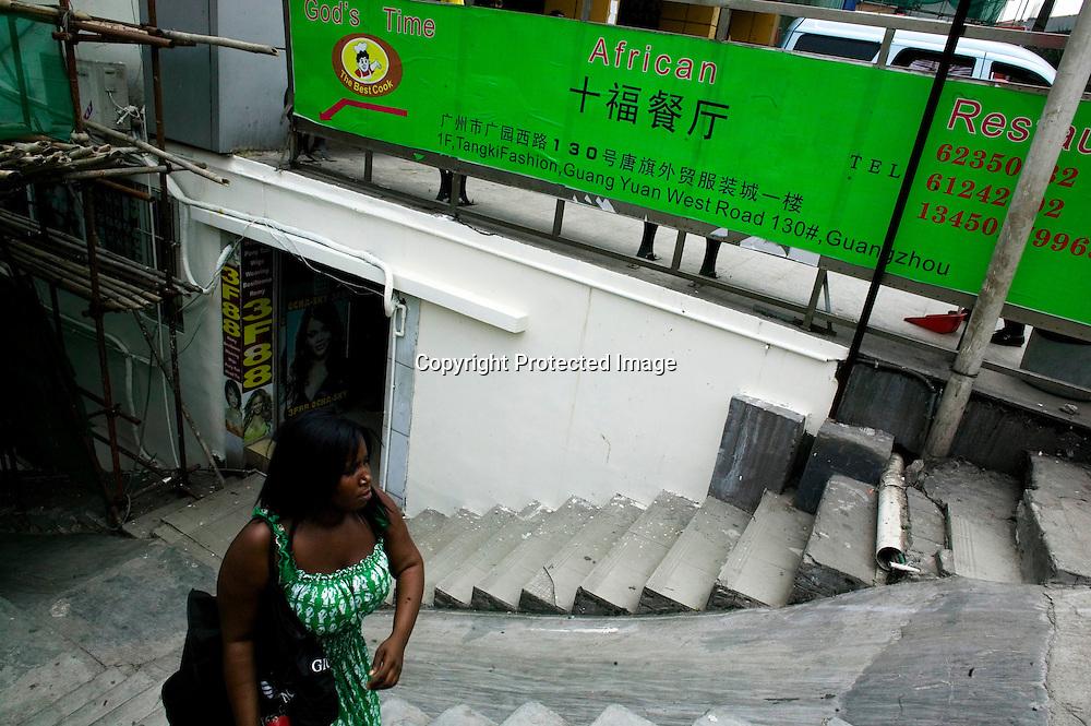 GUANGZHOU, 3. Mai , 2010:.eine Afrikanerin am Tangqi Handelszentrum Guangzhou...