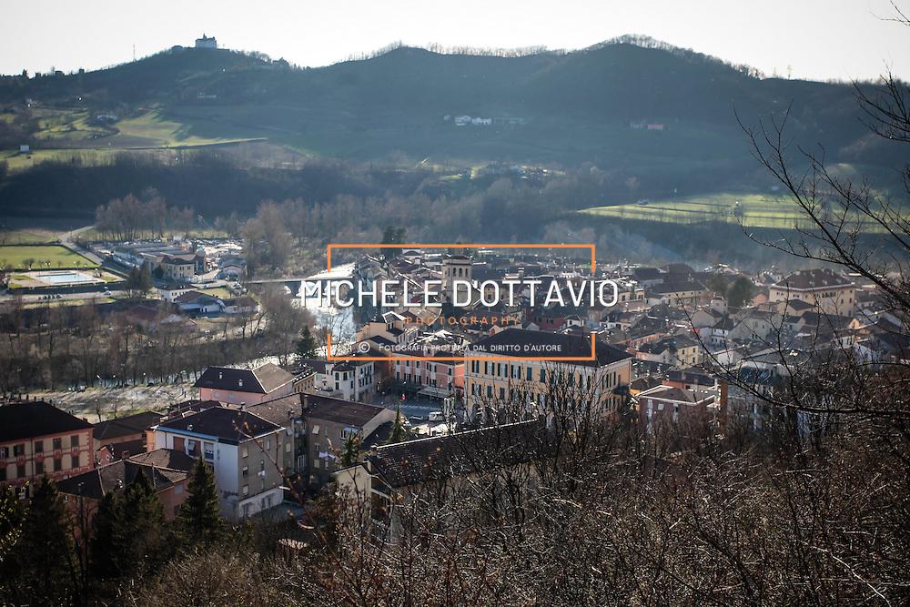 Gavi Ligure è un comune della provincia di Alessandria situato sulla destra del torrente Lemme.