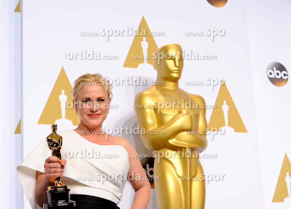 Actress Patricia Arquette poses after winning the Best Actress in a Supporting Role award for &quot;Boyhood&quot; during the 87th Academy Awards at the Dolby Theater in Los Angeles, the United States, on Feb. 22, 2015. EXPA Pictures &copy; 2015, PhotoCredit: EXPA/ Photoshot/ Yang Lei<br /> <br /> *****ATTENTION - for AUT, SLO, CRO, SRB, BIH, MAZ only*****