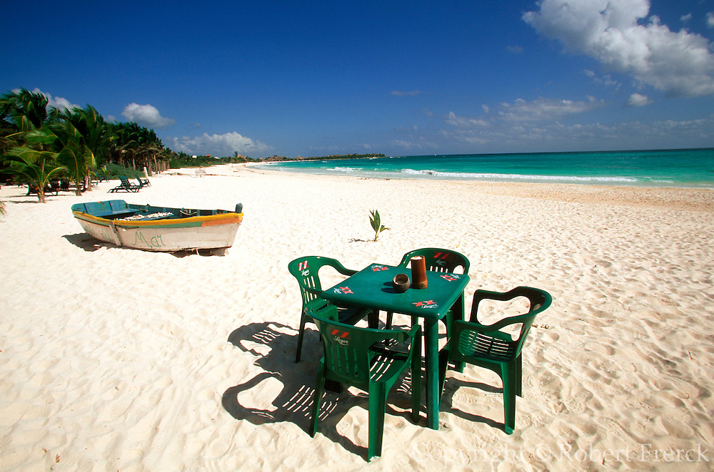 MEXICO, YUCATAN, TOURISM Riviera Maya; Xpuha Beach