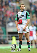 Twickenham, GREAT BRITAIN,  Quins, Nick EVANS, settles, before kicking a first half conversion, from David STRETTLE'S opening try,  Guinness Premiership match,  Saracens vs Harlequins, at Twickenham Stadium, Surrey on Sat 06.09.2008. [Photo, Peter Spurrier/Intersport-images]