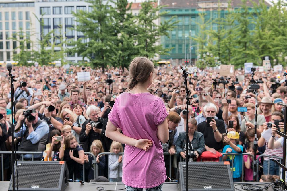 19 JUL 2019, BERLIN/GERMANY:<br /> Greta Thunberg, Klimaschutzaktivistin aus Schweden, haelt eine Rede auf einer Demonstration von Schuelern und Jugendlichen fuer einen besseren Schutz des Klimas, Invalidenpark<br /> IMAGE: 20190719-01-062<br /> KEYWORDS: Demo, Protest, Klimaschutz, Klimawandel, Schüler, speech, climate