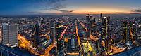 Atemberaubender Blick auf die höchsten Wolkenkratzer von Frankfurt. Die Frankfurter Skyline ist nicht nur stadtbildprägend, sie bietet auch immer öfter ein Identifikationspotenzial für die Einwohner der Mainmetropole.