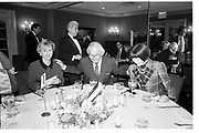 Tina Brown, Bernie Leser ( Conde Nast)  and Anna Wintour, Georgette Mosbacher lunch,  Doubles, 7 February 1990. SUPPLIED FOR ONE-TIME USE ONLY> DO NOT ARCHIVE. © Copyright Photograph by Dafydd Jones 66 Stockwell Park Rd. London SW9 0DA Tel 020 7733 0108 www.dafjones.com