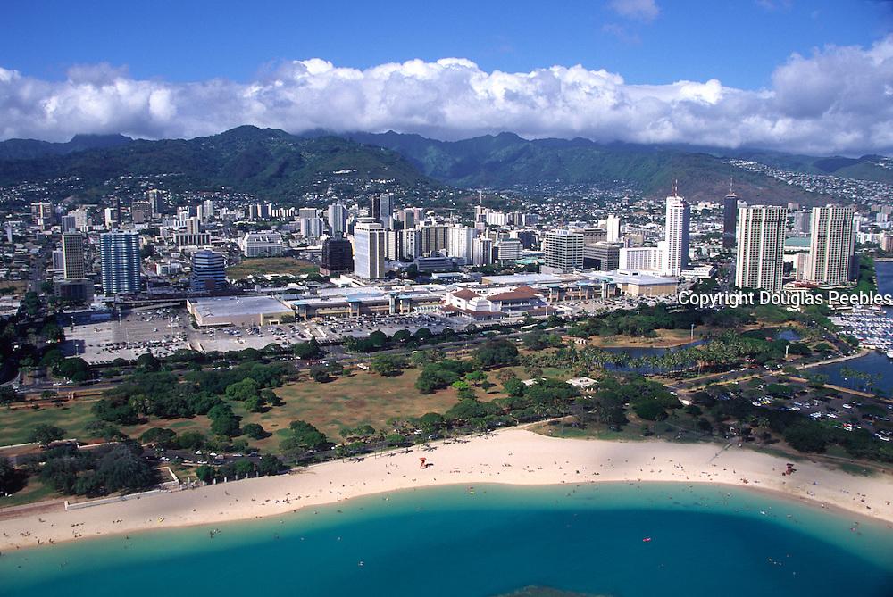 Ala Moana Beach Park and Ala Moana Mall, Waikiki, Oahu, Hawaii, USA<br />