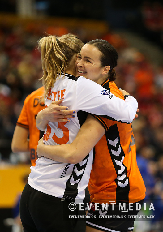 Tess Wester (#33, Netherlands) and Yvette Broch (#13, Netherlands). Bronze medal match between Sweden and Netherlands at the 2017 IHF Women's World Championship in Barclaycard Arena, Hamburg, Germany, 17.12.2017. Photo Credit: Allan Jensen/EVENTMEDIA.