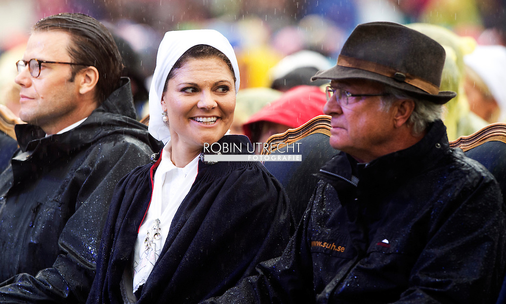 14-7-2014 - Borgholm - King Carl-Gustav , queen Silvia , crown princess victoria , prince Daniel , prince Carl Philip , Sofia Hellqvist , princess Madeleine and Chris O'Neil   at the victoriaday  celebration  at the stadium in Borgholm .  COPYRIGHT ROBIN UTRECHT