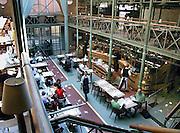Belgie, Gent, 8-9-2005..Restaurant, grand cafe,  het Packhuis, pakhuis...Foto: Flip Franssen/Hollandse Hoogte