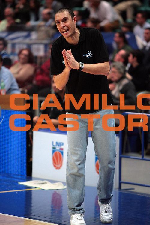 DESCRIZIONE : Bologna Lega A Dilettanti 2009-10 Fortitudo Bologna - Bitumcalor Trento<br /> GIOCATORE : Allenatore Esposito Vincenzo<br /> SQUADRA : Bitumcalor Trento<br /> EVENTO : Campionato Serie A Dilettanti 2009-2010 <br /> GARA : Fortitudo Bologna - Bitumcalor Trento<br /> DATA : 22/11/2009 <br /> CATEGORIA : Ritratto<br /> SPORT : Pallacanestro <br /> AUTORE : Agenzia Ciamillo-Castoria/D.Vigni<br /> Galleria : Basket Serie A Dilettanti 2009-2010 <br /> Fotonotizia : Bologna Lega A Dilettanti 2009-2010 Fortitudo Bologna - Bitumcalor Trento<br /> Predefinita :
