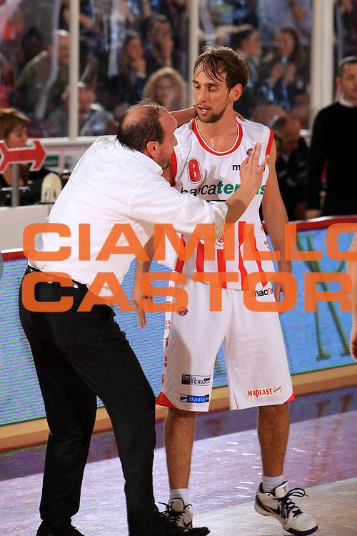 DESCRIZIONE : Teramo Lega A 2009-10 Basket Bancatercas Teramo Armani Jeans Milano<br /> GIOCATORE : Andrea Capobianco Giuseppe Poeta<br /> SQUADRA : Bancatercas Teramo <br /> EVENTO : Campionato Lega A 2009-2010 <br /> GARA : Bancatercas Teramo Armani Jeans Milano<br /> DATA : 21/11/2009<br /> CATEGORIA : ritratto coach<br /> SPORT : Pallacanestro <br /> AUTORE : Agenzia Ciamillo-Castoria/M.Carrelli<br /> Galleria : Lega Basket A 2009-2010 <br /> Fotonotizia : Teramo Lega A 2009-10 Basket Bancatercas Teramo Armani Jeans Milano<br /> Predefinita :
