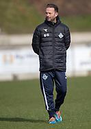 FODBOLD: Assistennttræner Brian Gellert (FC Helsingør) ser på under opvarmningen til kampen i NordicBet Ligaen mellem FC Fredericia og FC Helsingør den 10. marts 2019 på Monjasa Park i Fredericia. Foto: Claus Birch