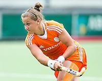 EINDHOVEN - Lieke van Wijk, zaterdag bij de oefenwedstrijd tussen het Nederlands team van Jong Oranje Dames en dat van de Vernigde Staten. Volgende week gaat het WK-21 in Duitsland van start. FOTO KOEN SUYK