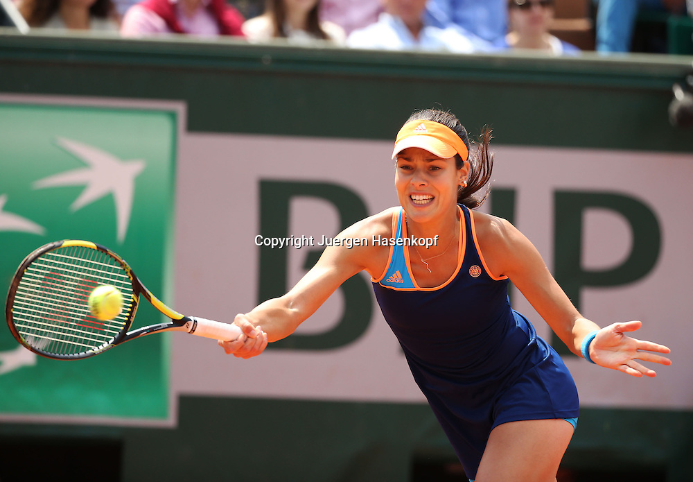 French Open 2014, Roland Garros,Paris,ITF Grand Slam Tennis Tournament,<br /> Ana Ivanovic (SRB), Aktion,Einzelbild,Halbkoerper,<br /> Querformat,