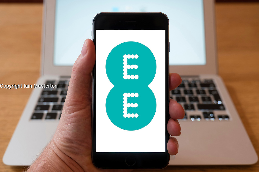 Using iPhone smart phone to display website logo of EE mobile phone operator
