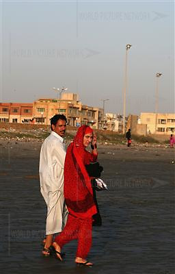 Pakistani couple enjoy at clifton beach on Friday 23, 2007 in Karachi, Pakistan...Pakistan most known as an Islamic Taliban and lake of tolerant, certain youths from the middle class and upper class is finding its way out, one foot in tradition and the other in western way of life.