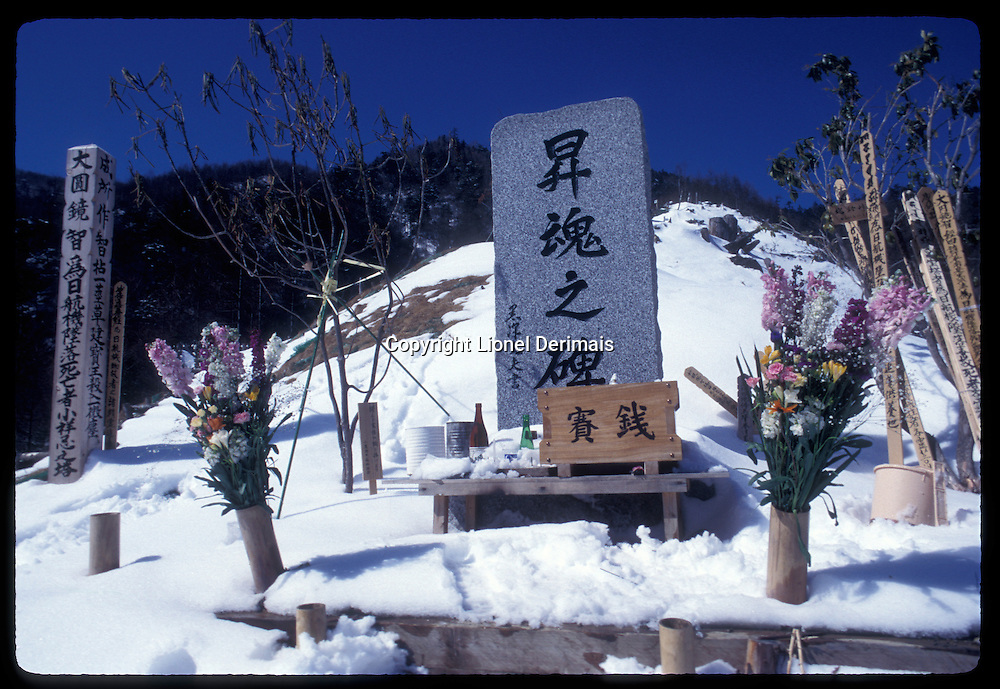 On August 12 1985 a Japan Airlines (JAL) Boeing 747 - JAL123 - crashed on Mount Takamagahara, Ueno, Gunma prefecture killing 520 people out of the 524 on board. In the following years JAL regularly organised with the JAL mountaineering club visits to the graves of the dead. Victims' relatives gave the JAL staff songs to sing (which were recorded), cans of favorite beer, favorite food, soft toys, poems to leave on the graves. In the summer the relatives were allowed to go up to the crash site but in winter it was considered too dangerous and only JAL staff was allowed to go.