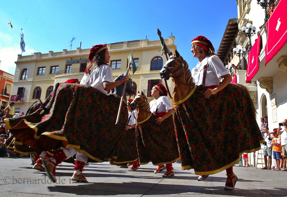 Traditional celebration in the small town of Villafranca, in Spain, where the people make huge human towers. Villafranca, Spain.Photo: Bernardo De Niz