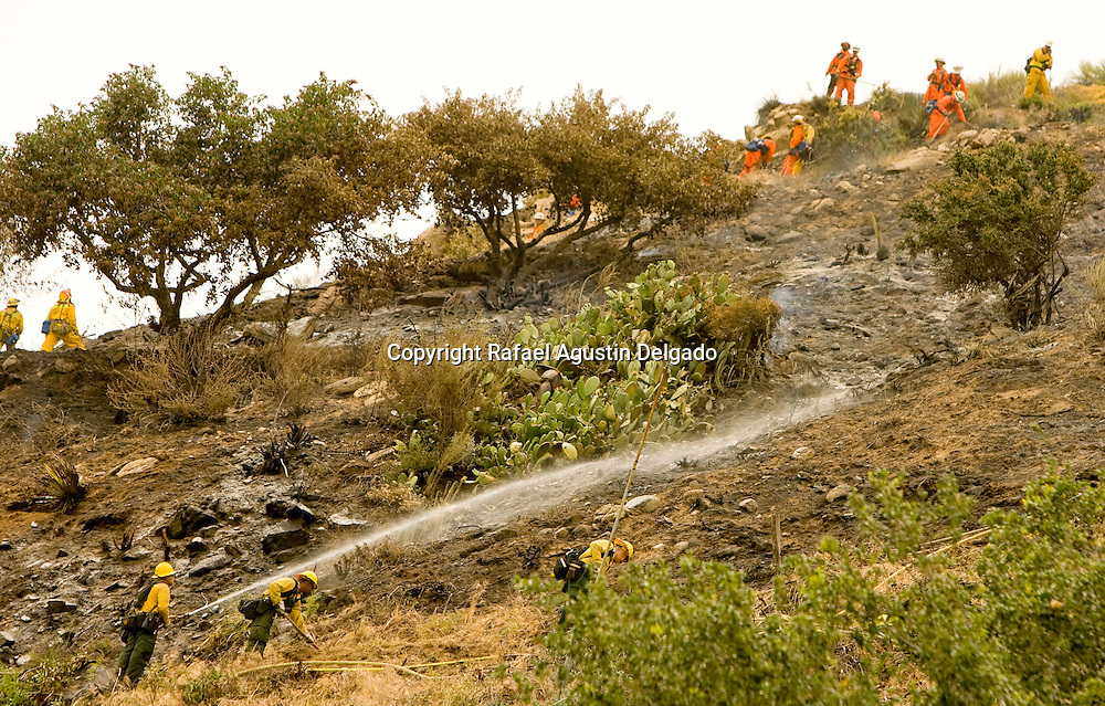 LA CAÑADA FLINTRIDGE - About 115 county firefighters battled a brush fire with the aide of helicopters that broke out Monday, May 16th, 2011 near the Jet Propulsion Laboratory, dousing it in little more than an hour's time.
