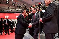 18 OCT 2008, BERLIN/GERMANY:<br /> Gerhard Schroeder, SPD, Bundeskanzler a.D., gratuliert Franz Muentefering, SPD, Parteivorsitzender, im Beisein von Frank-Walter Steinmeier, SPD, Bundesaussenminister, (v.L.n.R.), ausserordentlicher Bundesparteitag der SPD, Estrell Convention-Center<br /> IMAGE: 20081018-01-386<br /> KEYWORDS: Party Congress, Parteitag, Sonderparteitag, Franz Müntefering, Gerhard Schröder