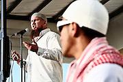 Frankfurt am Main | 07.05.2011..Am Samstag (07.05.2011) trat der radikalislamische salafistische Prediger Pierre Vogel (Abu Hamza) auf dem Rebstock-Gelaende in Frankfurt am Main bei einer Vortragsveranstaltung vor etwa 500 vorwiegend jungen Menschen auf. um ueber Islam und Terrorismus zu sprechen. Hier: Pierre Vogel redet von einem LKW, im Vordergrund einer der Wachleute des Veranstalters...©peter-juelich.com..[No Model Release | No Property Release]