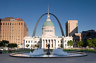 Old Court House and Gateway Arch, St Louis, Missouri