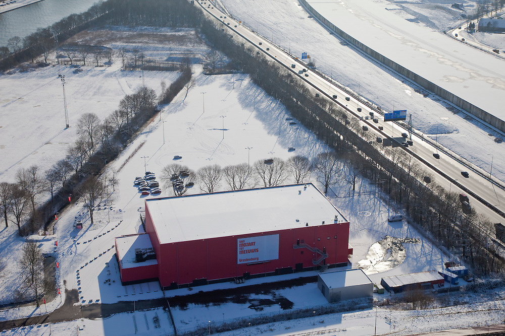 Nederland, Utrecht, Leidsche Rijn, 31-01-2010; Vredenburg Leidsche Rijn, De Rode Doos, tijdelijk locatie concertzaal Muziekcentrum Vredenburg Vredenburg Leidsche Rijn, The Red Box, temporary location Vredenburg Music centre;.luchtfoto (toeslag), aerial photo (additional fee required);.foto/photo Siebe Swart