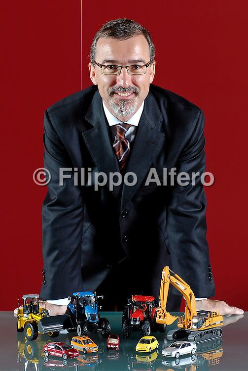 &copy; Filippo Alfero / LaPresse<br /> Torino, 31-05-2007<br /> Dott. Gorlier - &quot;posato&quot; al Motor Village<br /> nella foto: il Dott. Gorlier con i modellini del Gruppo Fiat